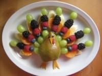 Птица из фруктов