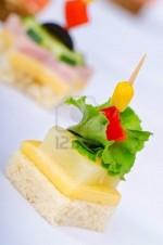 Канапе с сыром и ананасом