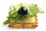 Канапе с сыром и маслиной