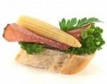 канапе с копченой колбасой