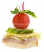 Канапе с бужениной, сыром, огурцом и помидором
