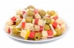 Канапе с крабовой палочкой, сыром и оливками